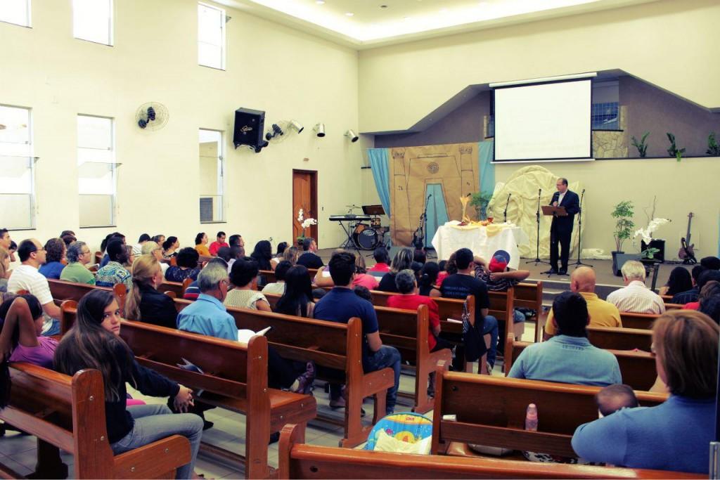 pregando-na-igreja-batista-em-vila-novaes-1024x683